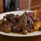 風味が凝縮された『イベリコ豚ホホ肉とオリーブのストゥファート』
