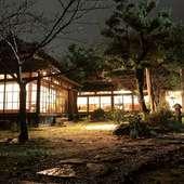 木の風合いが温かい和空間