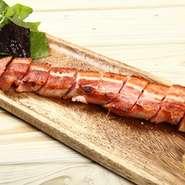 豚肉は鹿児島産を使用。質のよい肉は燻製にしてもそのよさがハッキリわかります。肉本来の旨味を味わえる自慢の一品です。