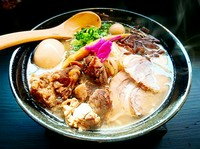 味玉トッピン具の牛筋肉チャーシュー麺!