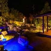 お部屋から眺める庭園、夜間はライトアップ!