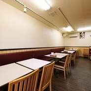 おひとり様でも、友人同士でも、またはカップルや家族連れでも、誰もが気軽にお越しいただけるレストランです。アットホームな雰囲気の中で、様々な料理をお楽しみください。