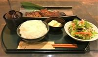 秘伝のたれ焼きの長焼き定食。 漬物、サラダ、小鉢、お吸い物、デザート付き。
