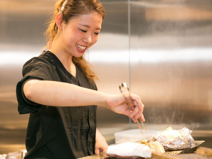新鮮な食材を扱うからこそ、スタッフも笑顔で生き生きと対応