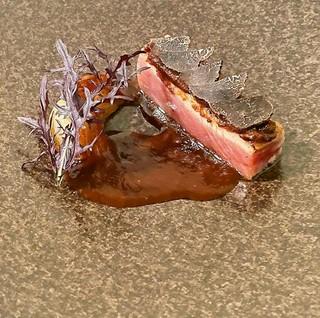 塩麹でマリネした旬魚のポアレ アオサのブールブラン へしこ
