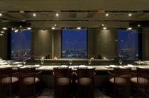 「日本新三大夜景」に選ばれたまばゆい夜景も楽しめます