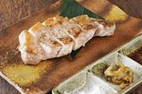 ブランド豚のジューシーな脂の旨味がたまらない逸品『炭火焼きステーキ さがみあやせポーク 定食』