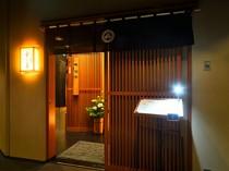 ビルの地下一階、大人の街「銀座」に佇む寿司屋