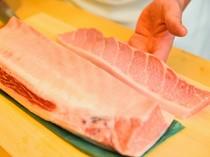 さまざまな魚介の美味しさが光るよう、切り方もその都度変化