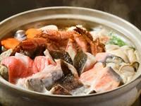 魚介がたっぷり、贅沢の極み『海鮮よせ鍋(うどん入り)』(4人前)