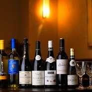 伝統的な洋食にそっと寄り添ってくれるボトルワインをセレクトし、リーズナブルな価格で提供しています。グラスワインも数種類用意されているので、気軽に愉しめます。