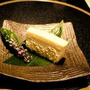 こだわりの素材をこだわりの製法で作る大人のチーズケーキ。 お使い物にもどうぞ。 *要予約