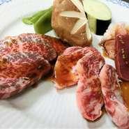 和牛赤身、ミックスホルモン、サラダ、ナムル、御飯、スープ