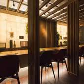 高級レストランを思わせるシックな店内 上質な時間が流れる空間