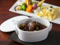 東京ステーションホテル特製 黒毛和牛ビーフシチュー 各種彩り野菜とヌイユ(パスタ)添え