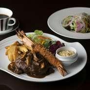大きな海老フライ1尾に、黒毛和牛のハンバーグステーキ または 鮮魚のソテがお選びいただけます。
