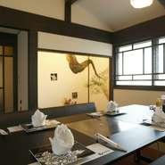 店内はモダンな和の空間。ちょっと贅沢な大人の女子会にいかがでしょうか。SNS映えするお料理や絵になる空間、窓から見える松江城の景色で、会話も自然に弾みます。