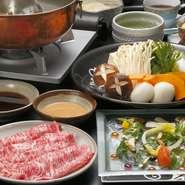 脂と赤身のバランスがよく、品評会でも常に上位に入る島根県産黒毛和牛。この上質な肉を、さっと湯に通していただくしゃぶしゃぶは贅沢の極みです。創業60年の秘伝のごまだれとポン酢との相性も抜群。