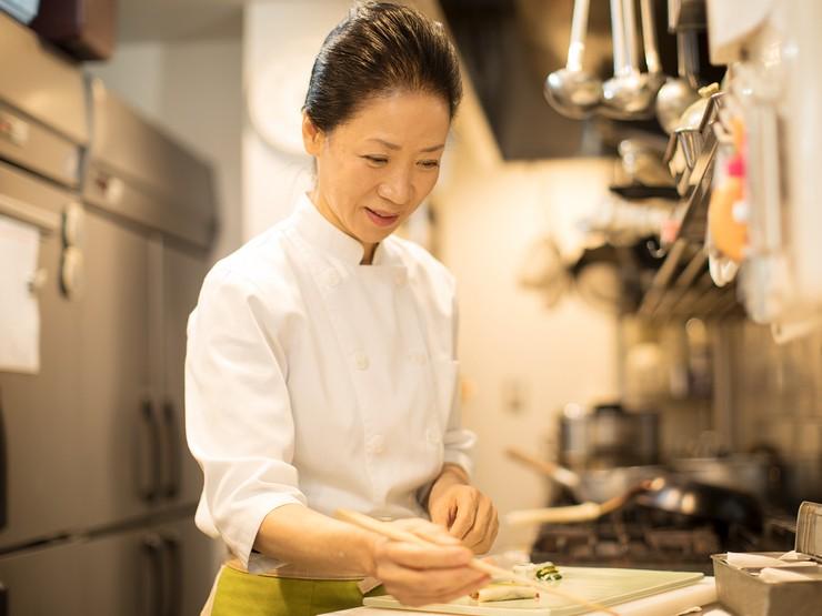 お客様の健康を気にかけて栄養を考え、素材の魅力を活かす料理を