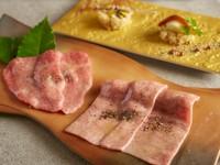タンしゃぶはポン酢のジュレ,厳撰赤身和牛はサッと炙ってお寿司でお召し上がり下さい。