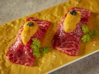 雲丹のせ和牛炙り寿司