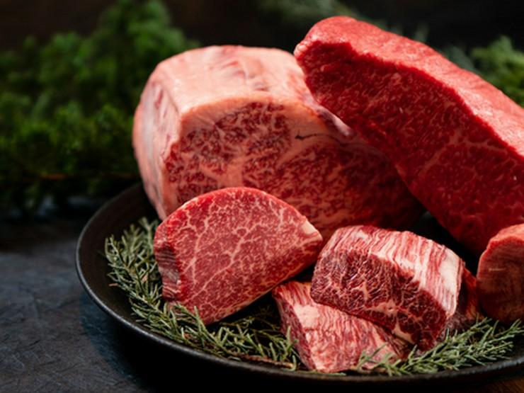"""肉師の""""業""""による和牛のカッティングで魅力を最大限に。"""