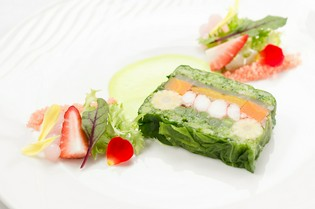 季節の味わいが凝縮されたコース料理の一品『テリーヌ』
