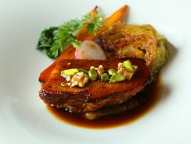 『長野県産 千里豚バラ肉白ワイン煮 ハニーキャベツのブレゼ』 ※季節によって料理の内容は変わります