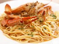 自家製ソースとカニ味噌が麺に絡む『丸ごと渡り蟹のトマトクリームソース 自家製アメリケーヌソース』