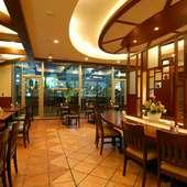 【パーティー】カフェ・ド・パリ店内と併設のテラスを貸切
