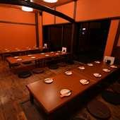 和テイストの板の間の広間は宴会もOK