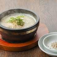じっくりコトコト煮込んだスープに、コラーゲンがしみわたります。