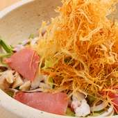 地元野菜と海産物の饗宴!『花吉海鮮サラダ』(3~4人前)