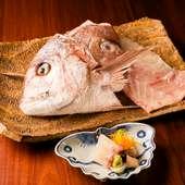 地元漁港で仕入れた旬の食材を味わう『鞆の浦の天然桜鯛のお刺身』