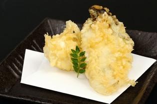 季節豊かな味覚を使い、常に揚げたてを味わえる『天ぷら』