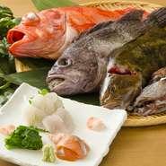 海流に恵まれた下北半島はおいしい魚介類の宝庫。近海で獲れた旬の新鮮魚介を仕入れ、鮮度と旨みが生きる刺身、煮付け、焼き物などでご提供。調理のリクエストにもお応えしますので、お気軽にご相談ください。