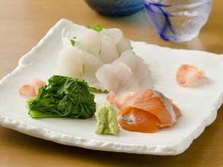 季節の野菜を添えた『旬の魚介のお刺身~マソイとサクラマス~』