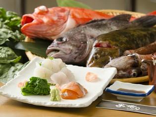 下北半島の季節の魚介、旬の野菜を用いて、優しい味わいの和食に