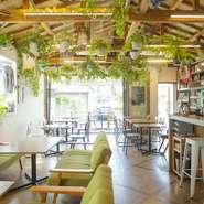 リゾート地のような開放的な空間で、アットホームなパーティーはいかがでしょうか。ご予算やお時間帯など、ご相談承っておりますので、お気軽にお問合せください。 笑顔溢れる素敵な空間の演出お手伝い致します!