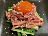 【田中農場】の卵使用 金卵 牛タンユッケ