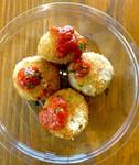 トマトソースがチーズリゾットのコロッケにかけてある女性・子供に大人気!