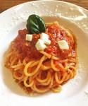 自家製トマトソースで作ったシンプルなパスタは 当店No.1人気。 おすすめトッピング:小海老/ベーコン/ほうれん草/しめじ