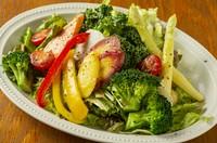 川越 小野農園さんの有機無農薬野菜を採れたてでご用意しました! 自家製ハニーレモンヴェネグレットドレッシングで!