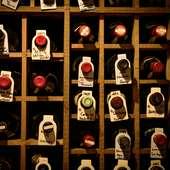 世界各国約700種類のワインを用意。誕生年のワインを堪能