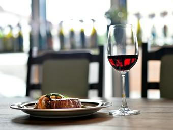 選りすぐりのワインと美味しい料理をゆったりと楽しんで