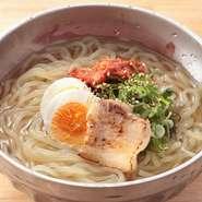 食事の〆にはもちろん、辛さが苦手な方もぜひ。あっさりとしたスープは、どなたにでも喜んでいただける味わいにつくられています。