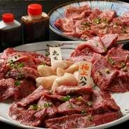 【内容】 極上ハラミ 190g 上塩タン 170g 上ロース 180g 上カルビ 160g 丸腸 90g タレ  アリラン峠が厳選する上質なお肉を5種類セットでどうぞ! 極上ハラミと丸腸が楽しめる、特別豪華なセットになります。 お肉は塊で仕入れ、注文を受けてから発送直前に手切りでカットしており お肉の状態をしっかりと見極め、常に新鮮な状態で最高な部分を提供しています。  お肉は一度も冷凍しないまま、冷蔵でお届けします。