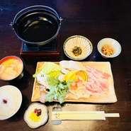 〈ご来店の3日前迄のご予約となります〉 旬の食材を使い、 地元の無人会、貯金会に大人気!