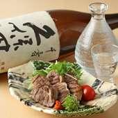 一品料理をつまみにいただく日本酒