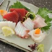 厳選鮮魚を存分に味わえる『お造り盛り合わせ』